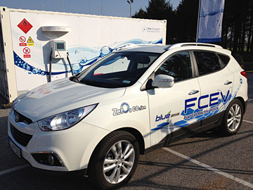 Zero-emissions fuel cell car with hydrogen refuelling station